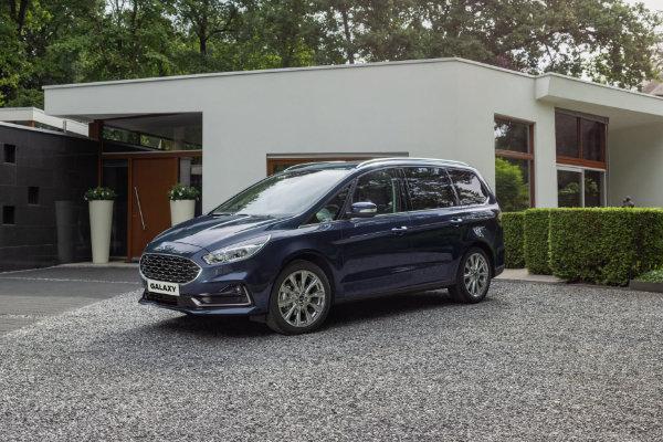 Ford Galaxy geparkeerd