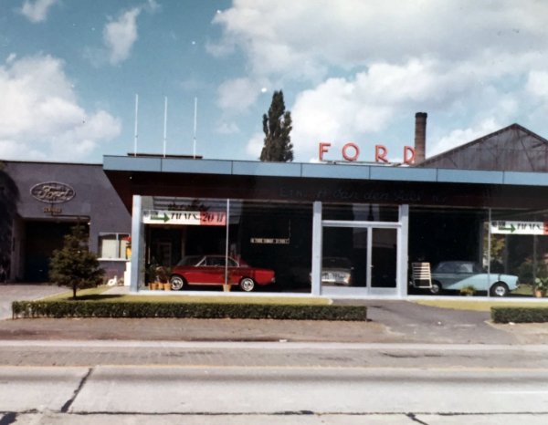 Ford Van den Poel Motors