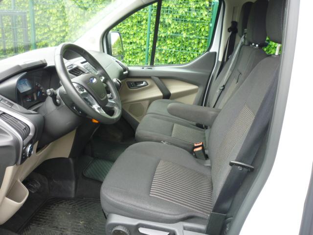 Ford Tourneo Custom minibus