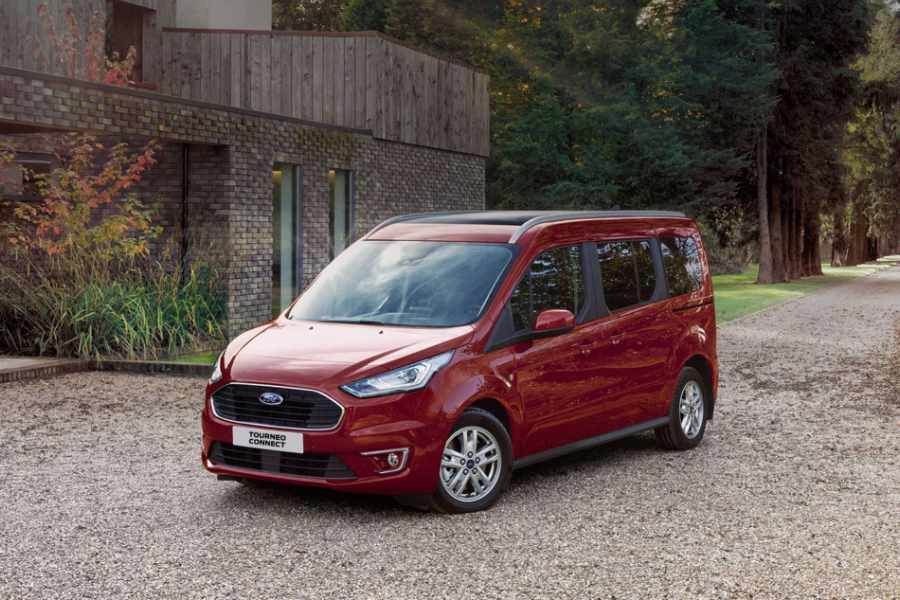 Roter Ford Tourneo Connect