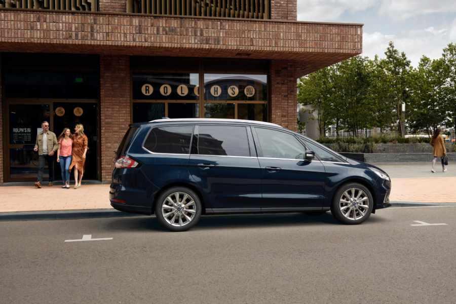 Ford Galaxy von der Seite