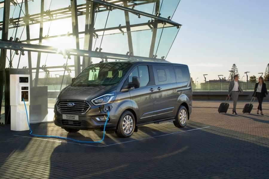 Ford Tourneo Custom Plug in Hybrid am Laden