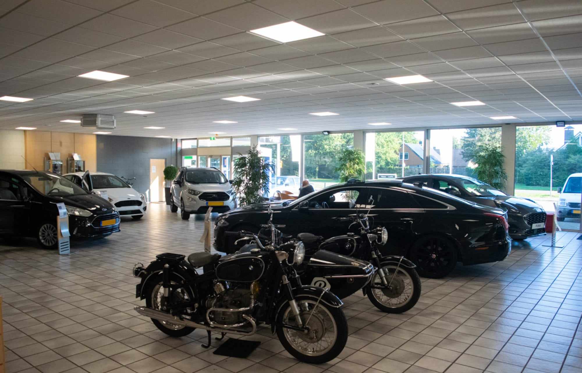 Europa Garage Showroom