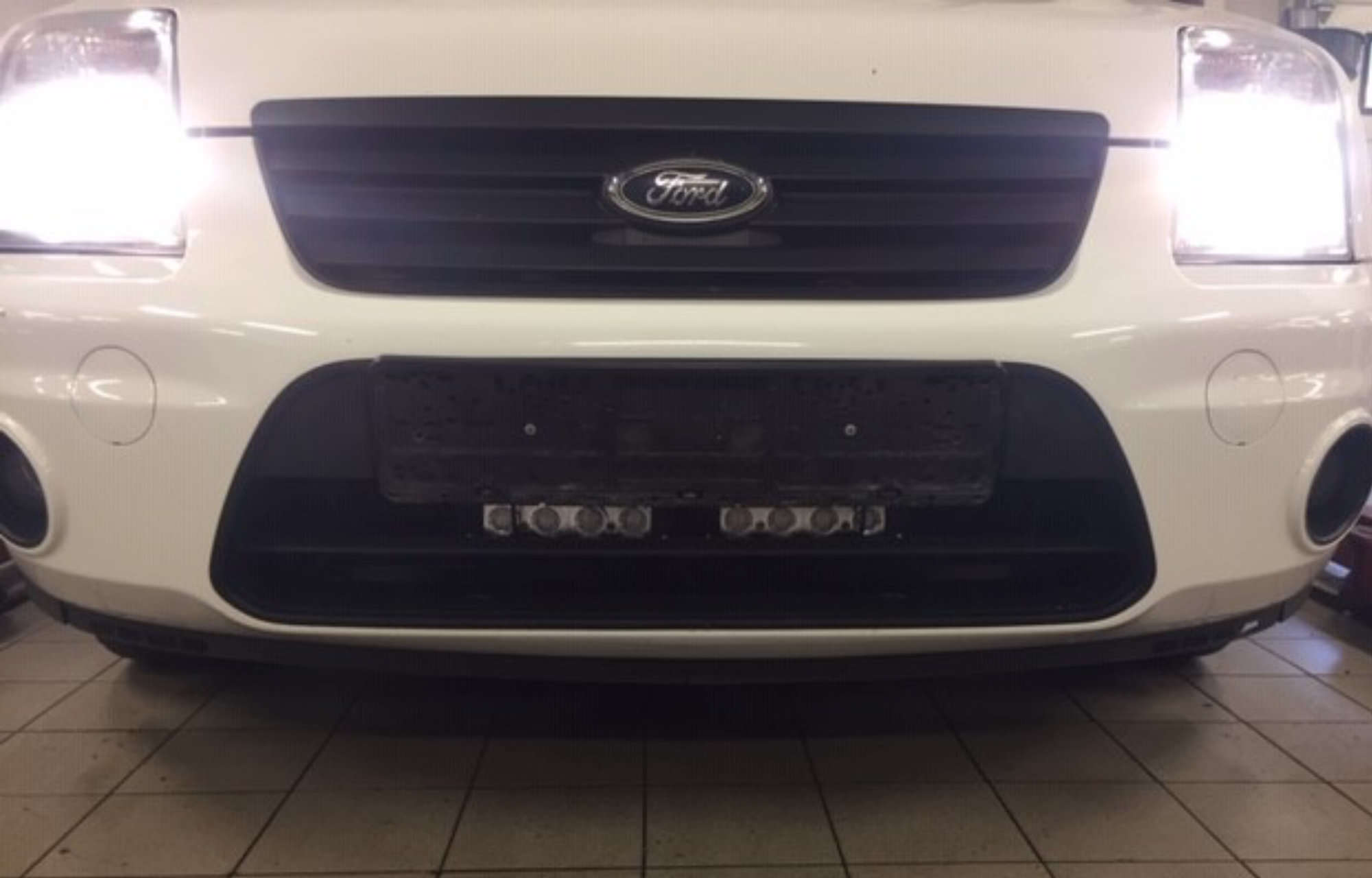 Ford Connect lys