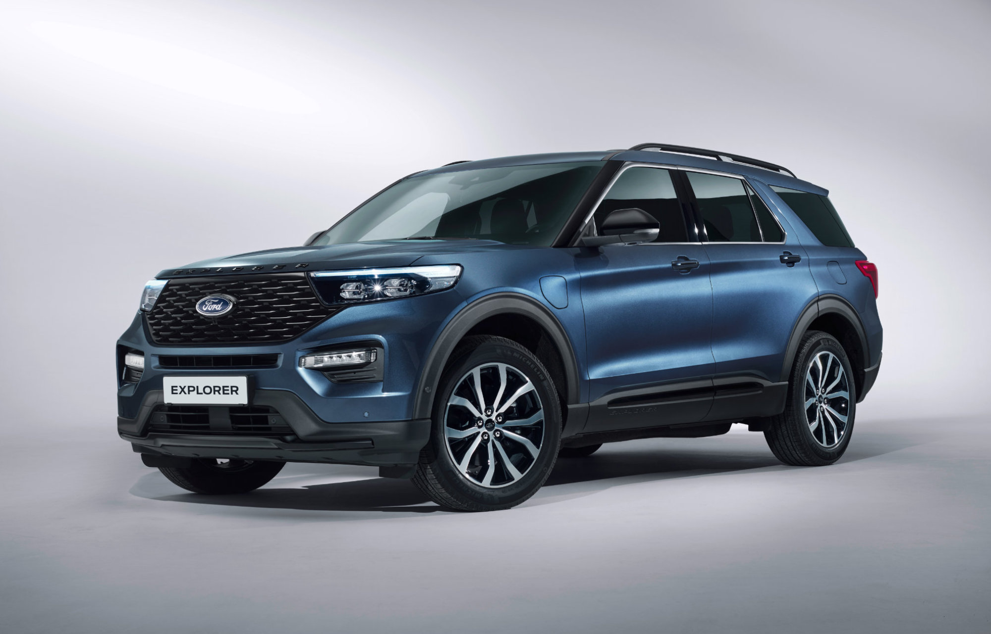 Ford-Explorer-ladbar-hybrid