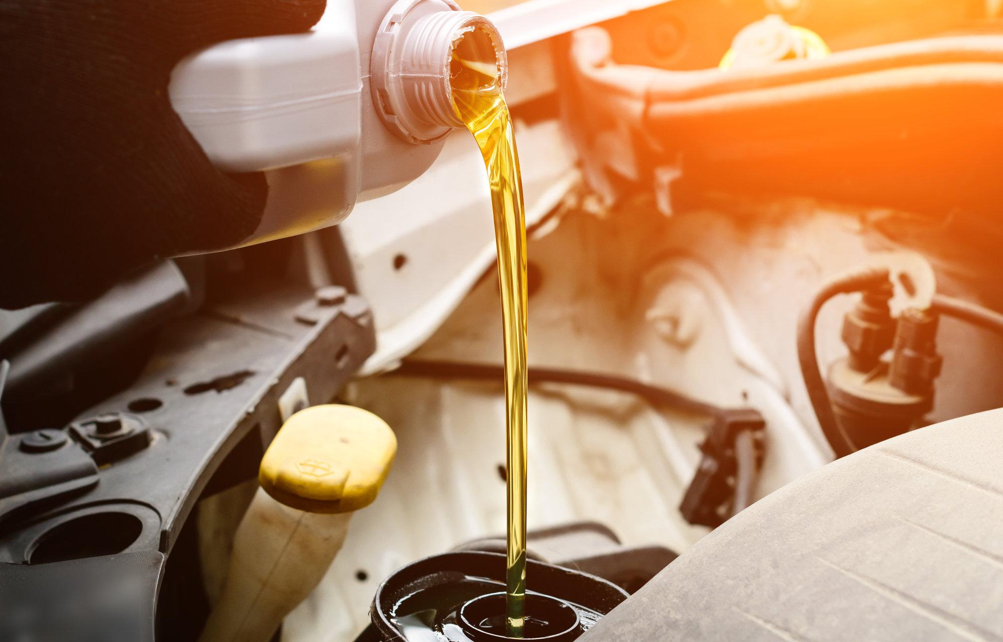 Sjekk oljen til bilen