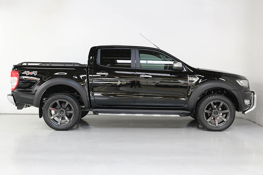 Ford Ranger Shadow Black 183