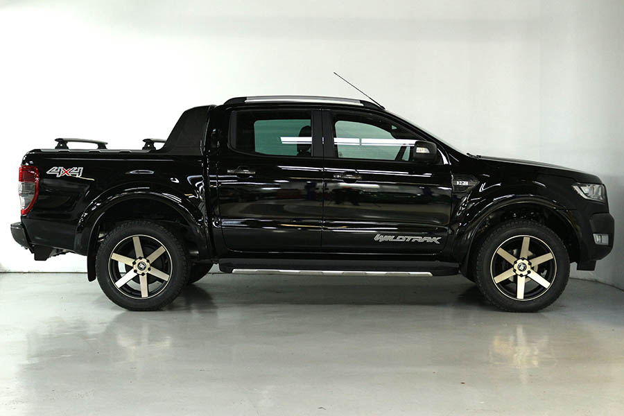 Team Hutchinson Ford Ranger Shadow Black 225