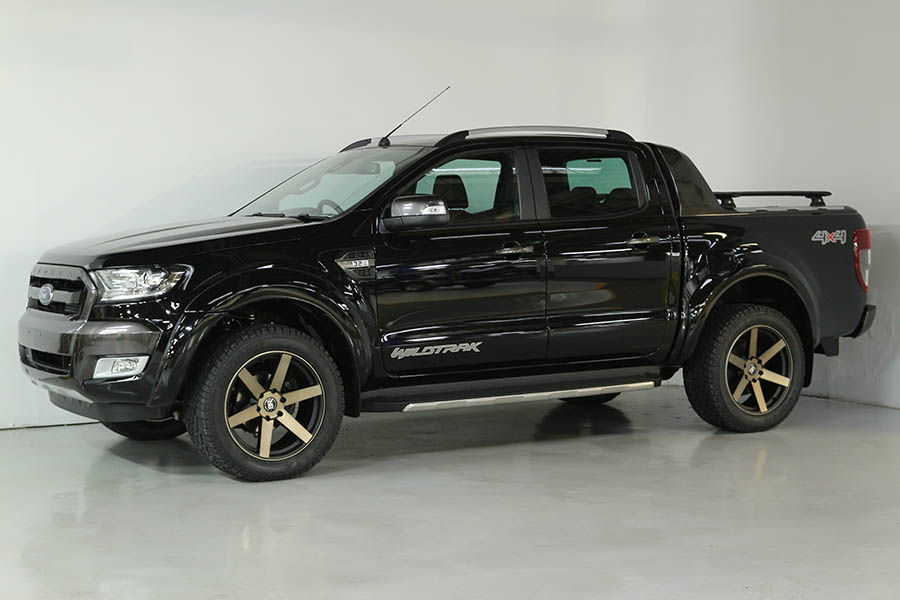Team Hutchinson Ford Ranger Shadow Black 230