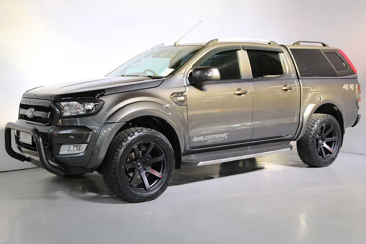 Team Hutchinson Ford Ranger Wildtrak Sport Magnetic 266