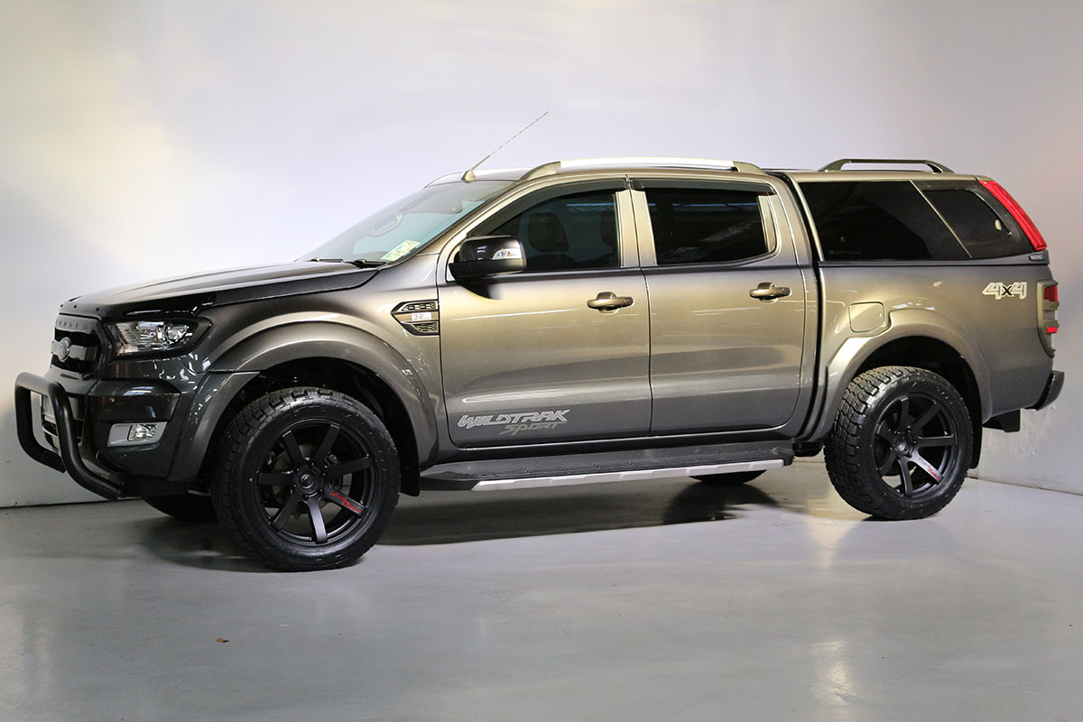 Team Hutchinson Ford Ranger Wildtrak Sport Magnetic 267
