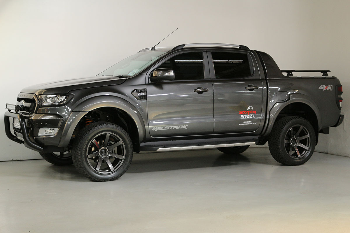 Team Hutchinson Ford Ranger Wildtrak Magnetic 270