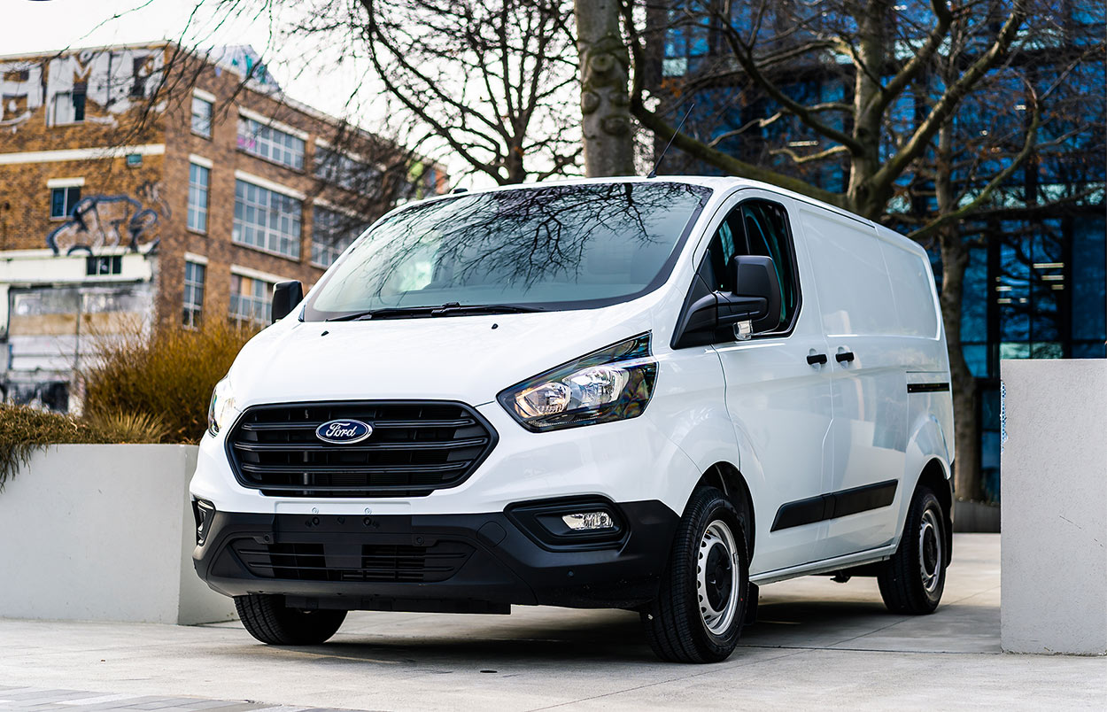 Team Hutchinson Ford Transit Custom commercial vehicle