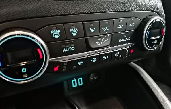 FORD FOCUS ECOBOOST CONNECTED w Auto-Boss